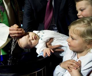 Bilde av dåp. Foto Håvard Sæbø